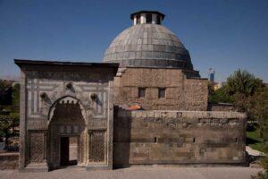 Karatay Medresesi Müzesi'ni görün